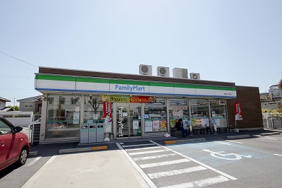 ファミマ小松原店